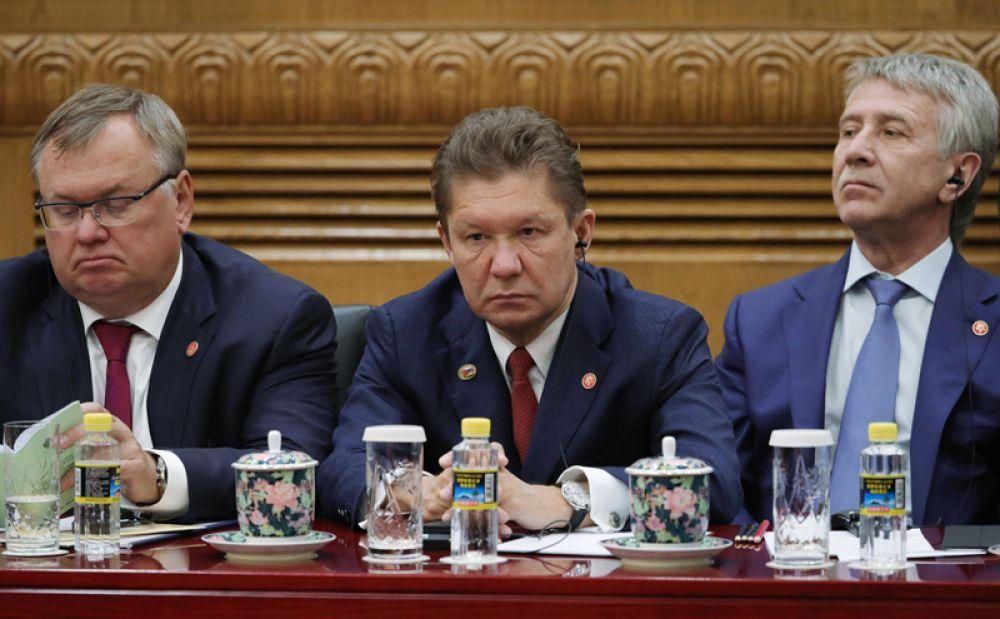 Президент-председатель правления Банка ВТБ Андрей Костин, председатель правления «Газпрома» Алексей Миллер и председатель правления, член совета директоров компании «Новатэк» Леонид Михельсон во время российско-китайских переговоров в Пекине.