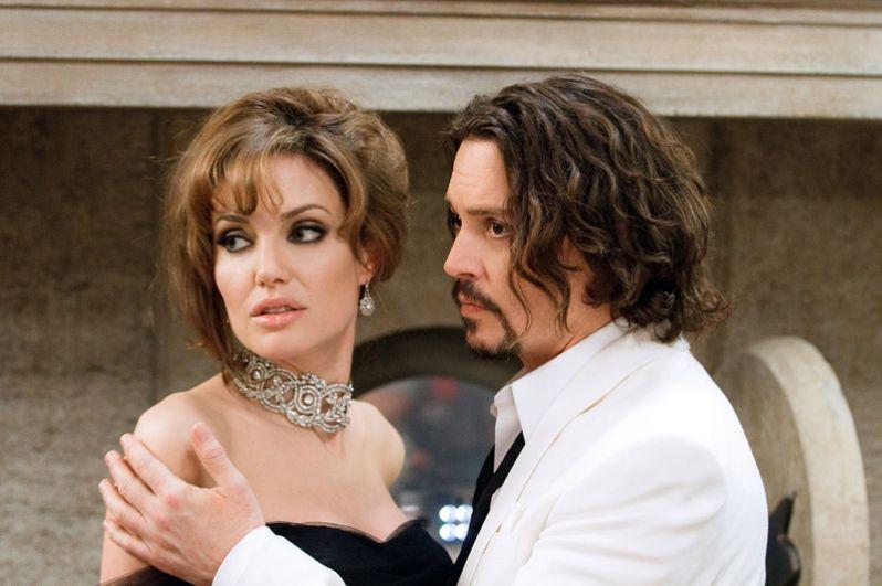 В фильме «Турист» (2010) партнершей Деппа стала неподражаемая Анджелина Джоли. Звездная парочка гарантировала картине успех, но ее сборы оказались не такими фантастическими: при бюджете в $100 млн (большая часть которых ушла на гонорары актеров) кассовые сборы составили $278 млн. Фильм получил всего 20% положительных отзывов со средней оценкой 4,6 из 10.