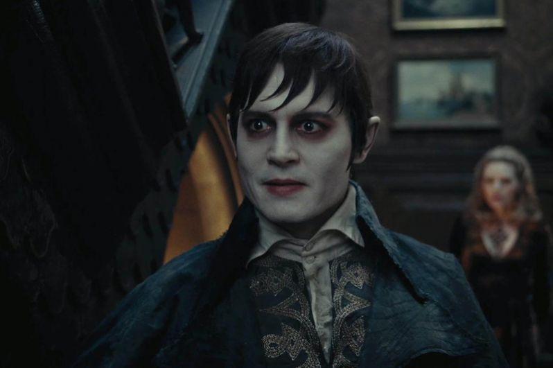 Фильм «Мрачные тени» (2012), где Депп сыграл богатого дворянина и сердцееда, превращенного в вампира, получил смешанные оценки зрителей и критиков: положительные рецензии составили 37% со средним рейтингом 5,3 из 10.