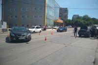 Масштабное ДТП в Мариуполе: столкнулись пять авто, дорога перекрыта