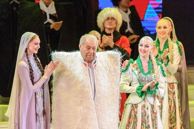 Дмитрию Миндиашвили вручили почетный знак региона «За вклад в развитие Красноярского края».