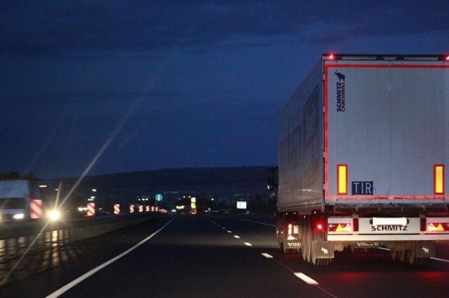 ДТП с двумя грузовиками произошло в Сургуте