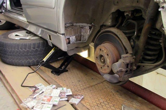 Калининградец замуровал в своей машине почти 3 тысячи пачек сигарет.