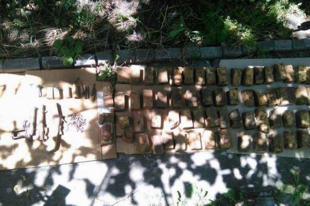 На Донбассе пенсионерка добровольно сдала 26 кг взрывчатки полиции