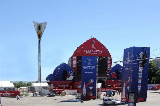 Сейчас завершаются последние приготовления по обустройству фанзоны, её павильонов, палаток других металлических конструкций.