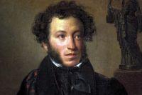 В Салехарде читали стихи, подметая улицу Пушкина