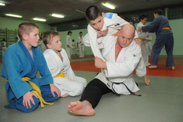 Несмотря на потерю ноги, Георгий Вихляев вернулся на татами и разработал свою технику тренировок.
