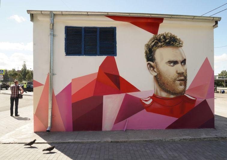 Граффити с изображением капитана сборной России по футболу Игоря Акинфеева, посвященное чемпионату мира по футболу ФИФА-2018 в Калининграде.