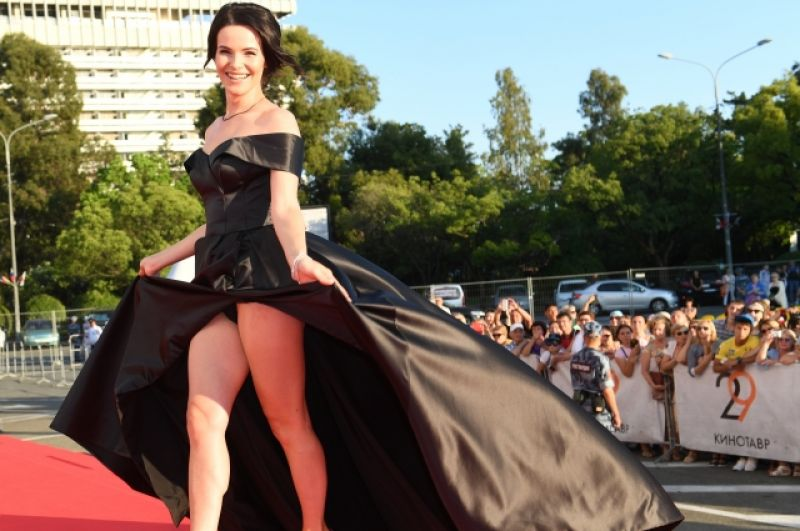 Актриса Анна Пескова перед церемонией закрытия.