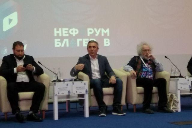 Редактор «Эхо Москвы» предложил Александру Моору завести Twitter