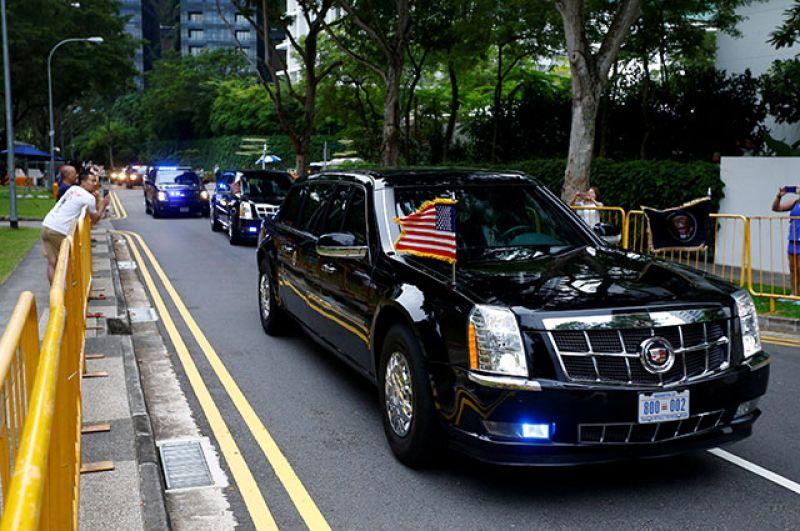 Кортеж президента США Дональда Трампа прибывает к месту встречи с главой КНДР Ким Чен Ыном.