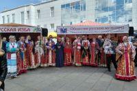 В Тюмени участники фестиваля «Мост дружбы» представили этнические подворья