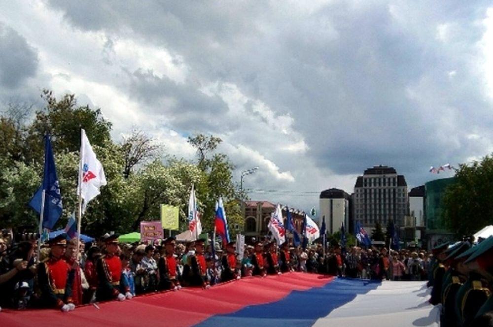 В Тюмени в честь Дня России начался митинг.