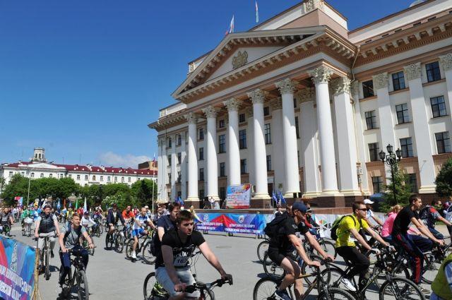 Тюменцы в День России проехали велопарадом