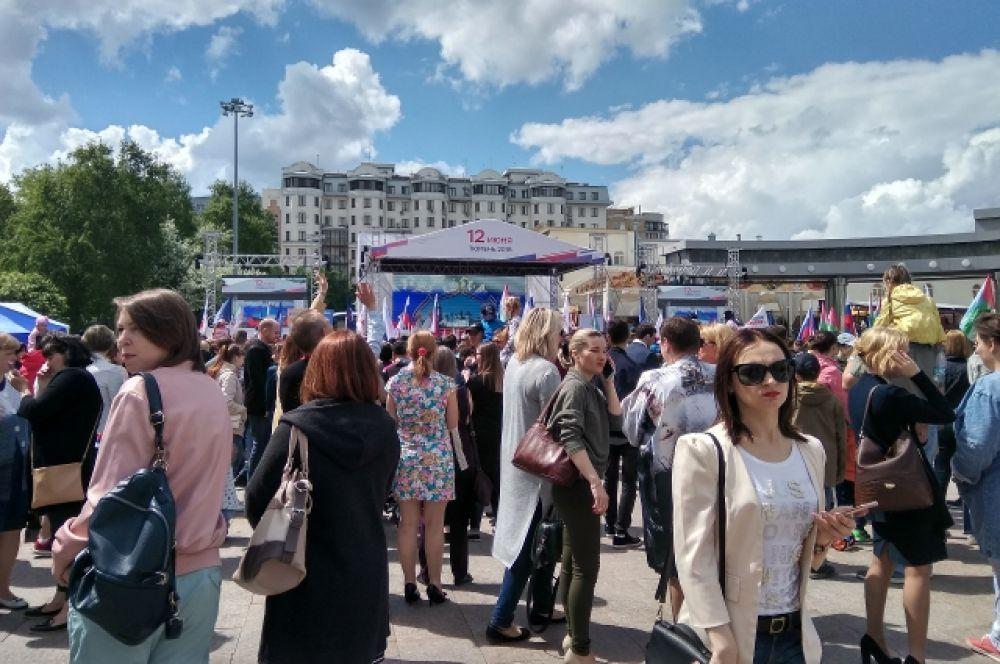 В День России более 10 тысяч тюменцев пришли в центр города.