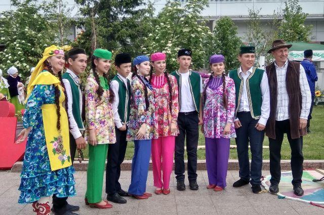 Тюменцев покорили национальные подворья «Моста дружбы» и татарские дробушки