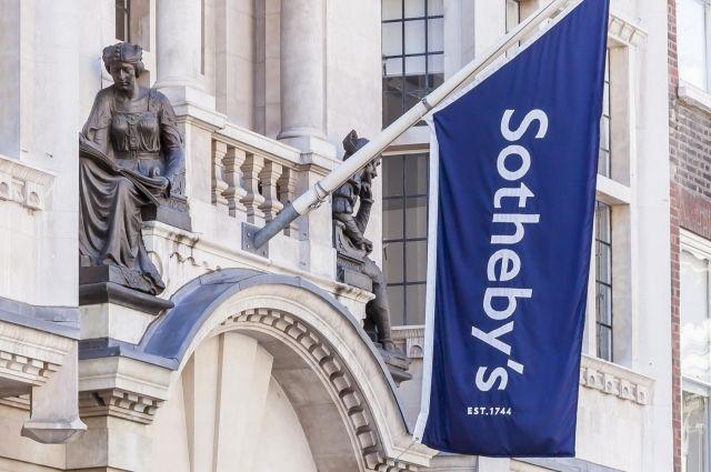 Случайно найденная воФранции ваза продана нааукционе замиллионы евро