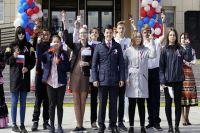 Дмитрий Артюхов поздравил ямальцев с Днём России