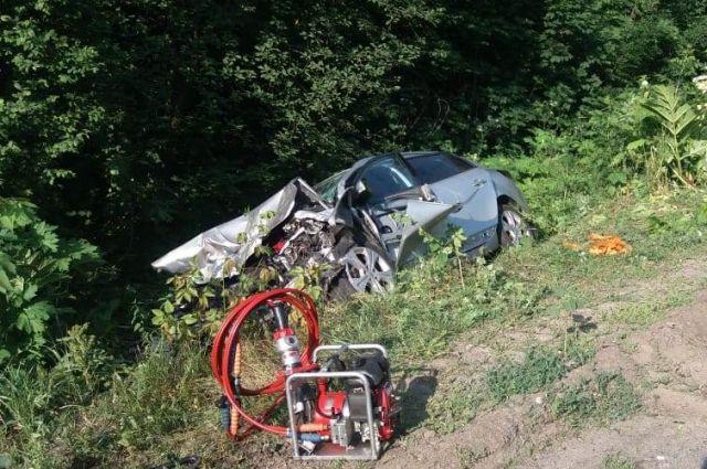 Под Винницей произошло лобовое столкновение двух авто: есть погибший