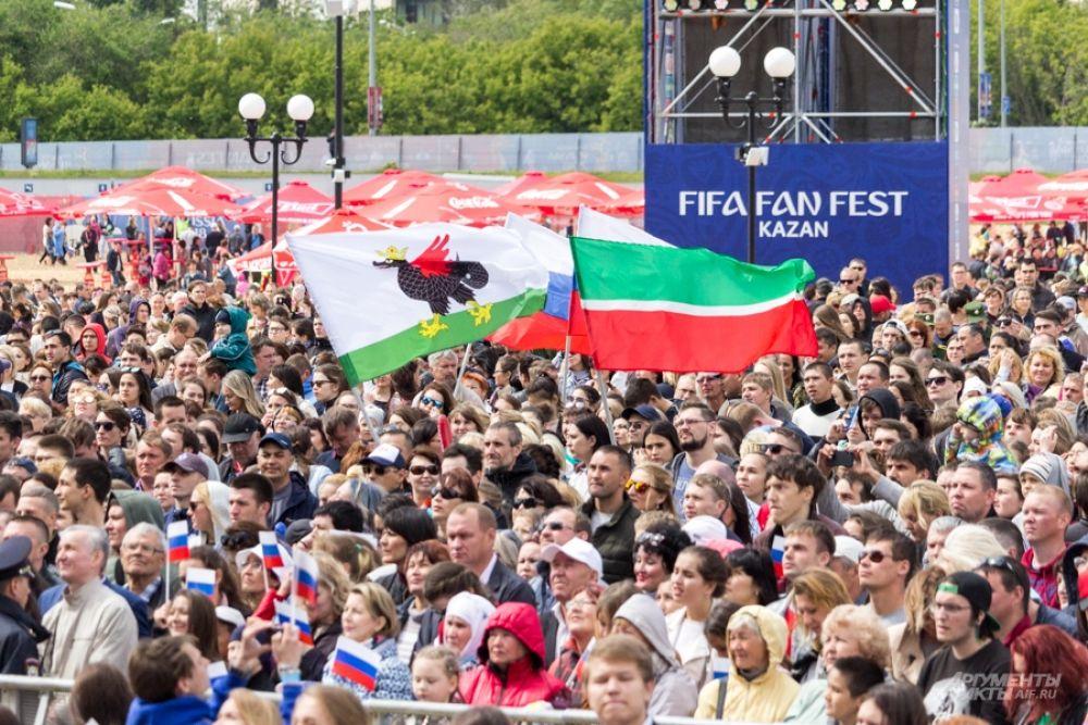 Тысячи людей пришли 12 июня на эту площадку.
