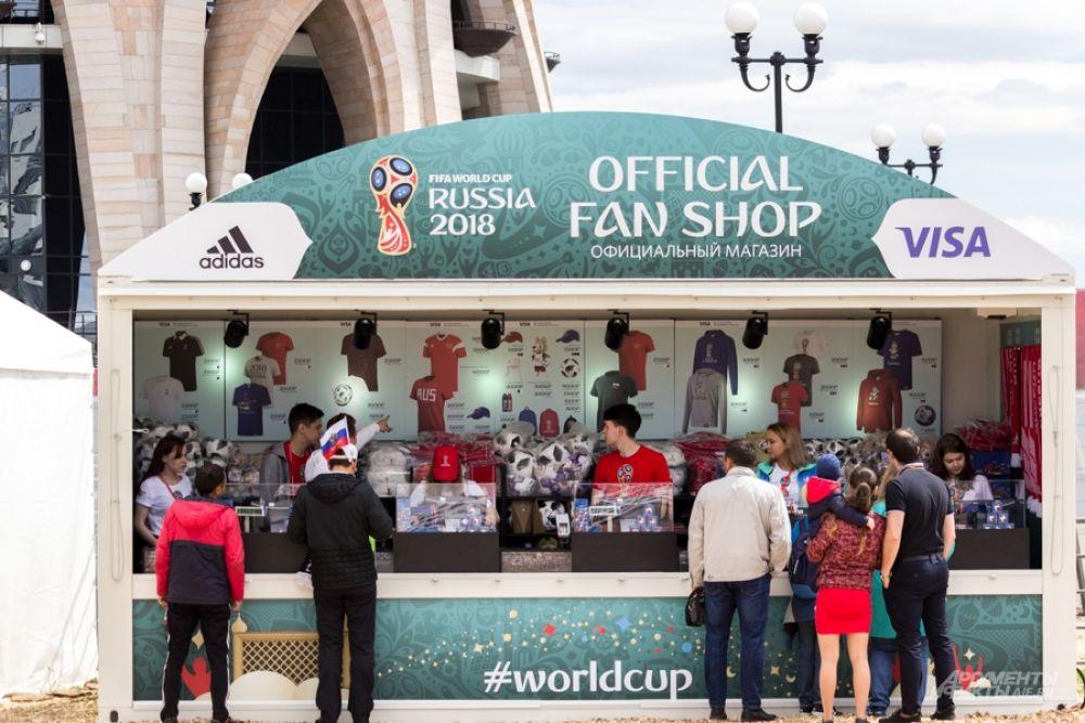 Здесь уже появились магазины по продаже сувениров чемпионата мира по футболу.
