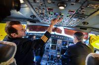 Лётчики готовы к долгому полёту с востока на запад России.