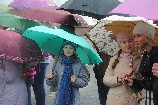 Чтобы спрогнозировать дожди и грозы, синоптикам нужна информация со спутников.