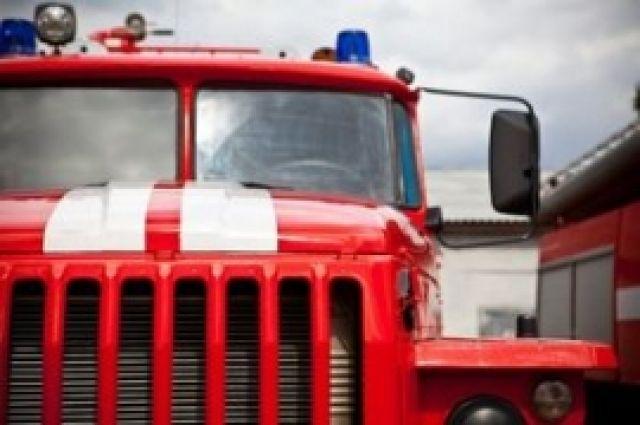 В Муравленко загорелся припаркованный Форд