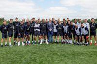 Сборная Англии уже тренируется на стадионе в Зеленогорске.