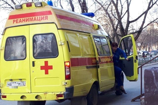 Прохожий спас лежавшего без сознания тюменца, вызвав скорую помощь