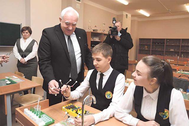 Спикер Николай Жеребилов: «Система образования должна идти в ногу со временем».