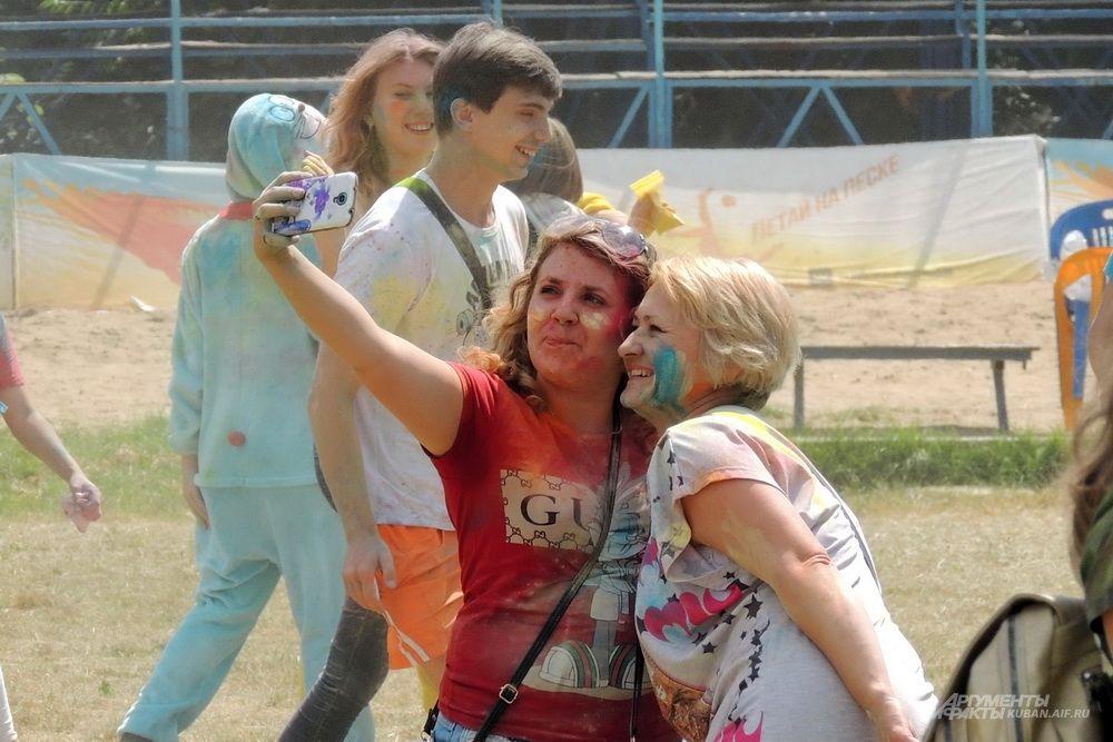 На фестивале были люди разных поколений.