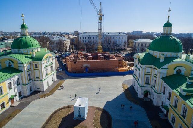 В Твери продолжается строительство Спасо-Преображенского собора.