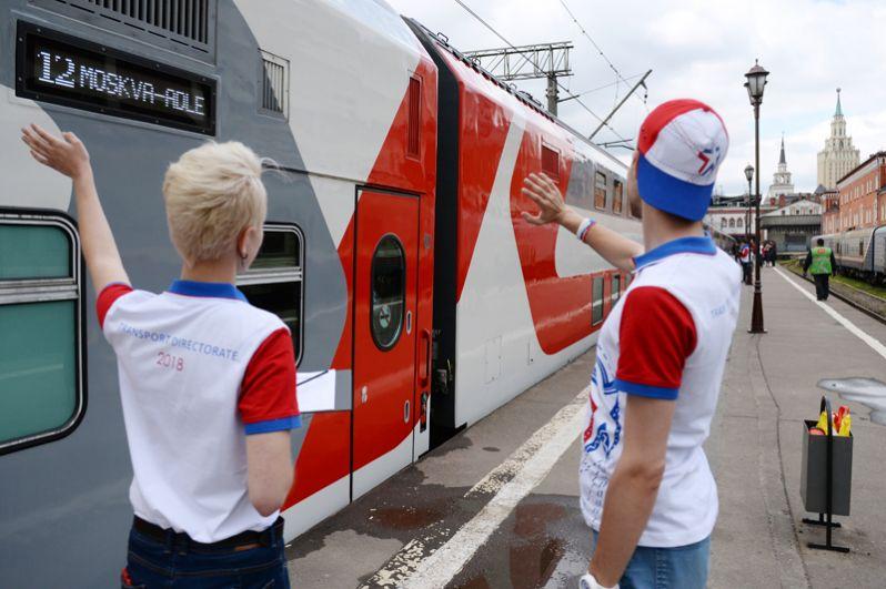 Во время отправления первого поезда с болельщиками Чемпионата мира 2018 в Адлер с Казанского вокзала в Москве.