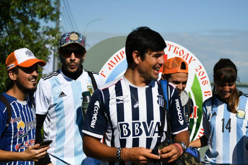 Болельщики перед началом тренировки сборной Аргентины на спортивной базе «Бронницы».