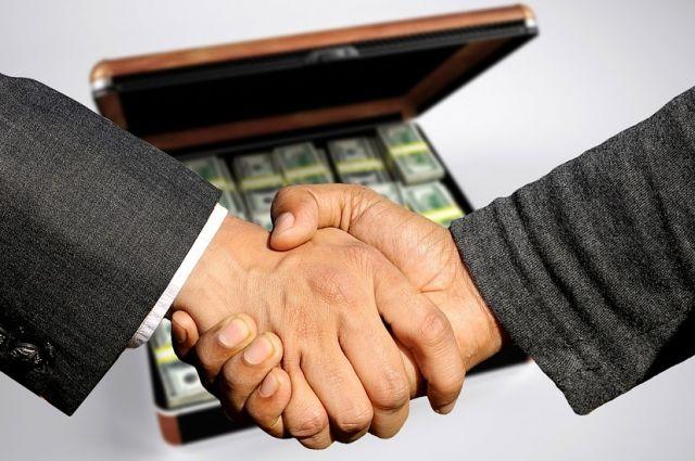 В Оренбурге главврач тубдиспансера и директор коммерческой организации задержаны за взятку.