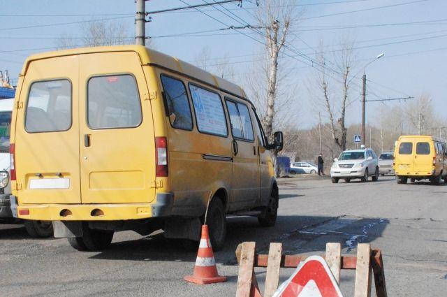 На маршруте в будние дни будут работать семь автобусов малой вместимости, а в выходные - пять.