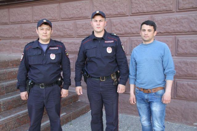 Полицейские Тюмени вынесли хозяина квартиры из огня