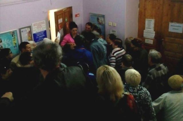 Пациент сфотографировал очередь на запись в Пермское городской клинической больнице № 2.