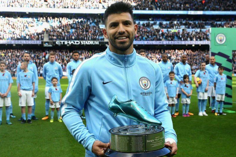 Нападающий «Манчестер Сити» и сборной Аргентины Серхио Агуэро занял шестое место. Его общий доход составил 23,5 млн долларов.