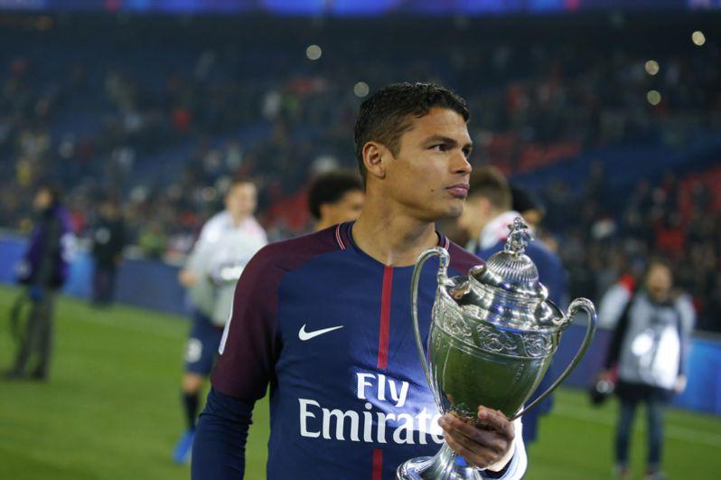 За ним следует игрок «ПСЖ» и сборной Франции Тиагу Силва с общим доходом 22,4 млн долларов.