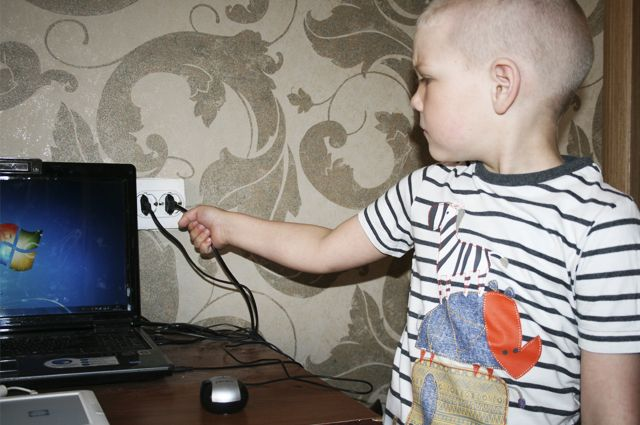 В Омске прошли уроки для школьников по электрической безопасности.