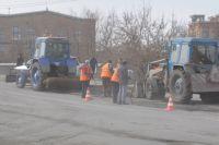 Дороги ремонтируют повсеместно.