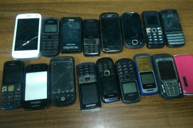 В Тобольске воры в мешке вынесли телефоны на сумму более 1 млн рублей