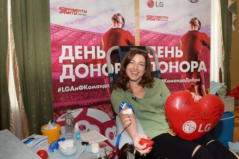 «Для меня это очень важно. В детстве я попала в больницу с перитонитом, и мне так же помогли, как и я помогу кому-нибудь сегодня», — Алена Хмельницкая, актриса театра и кино.