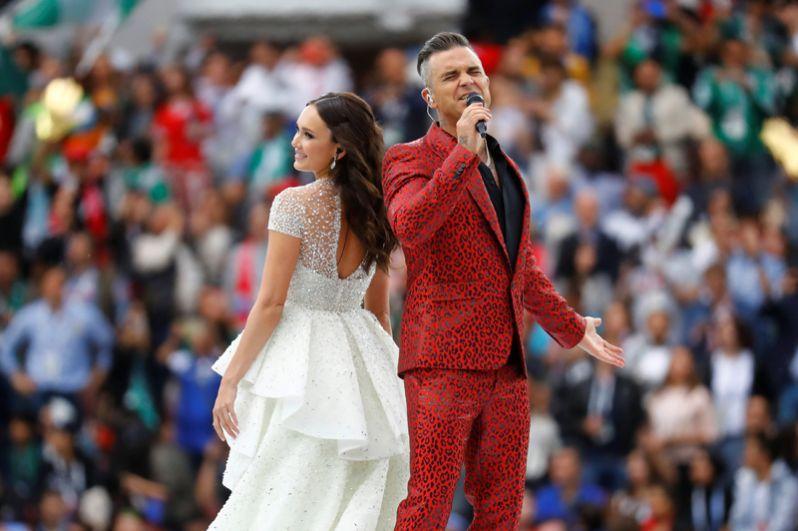 На церемонии открытия российская оперная певица Аида Гарифуллина и британский певец Робби Уильямс исполнили песню Angels.
