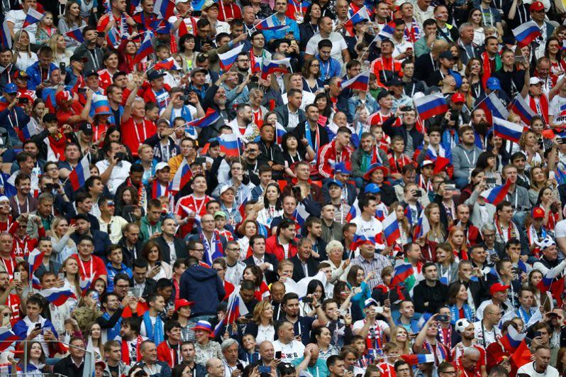 Российские болельщики на церемонии открытия.