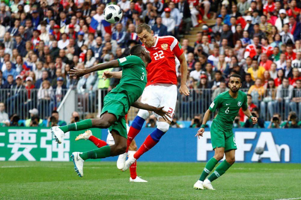 Третий гол сборной России принес Артем Дзюба, заменивший Федора Смолова.