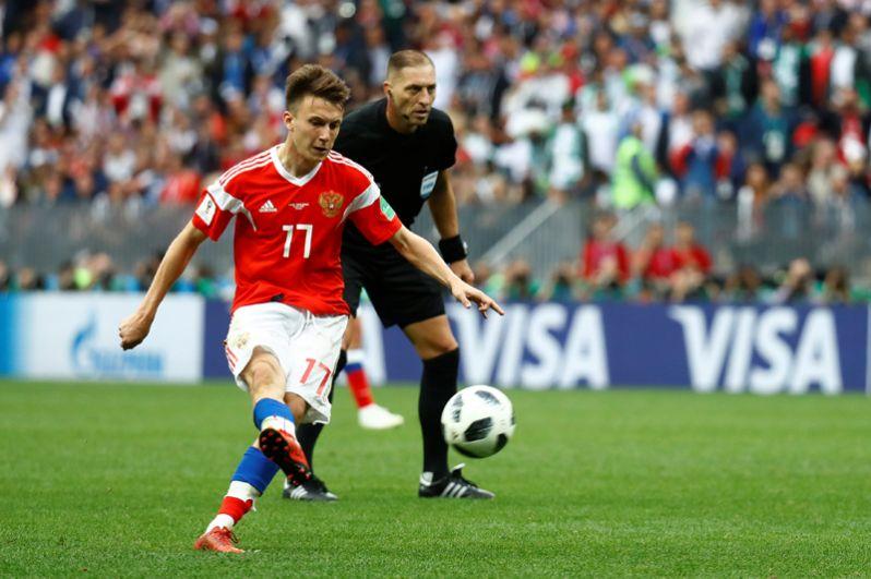 Пятый гол принес российской команде Александр Головин.