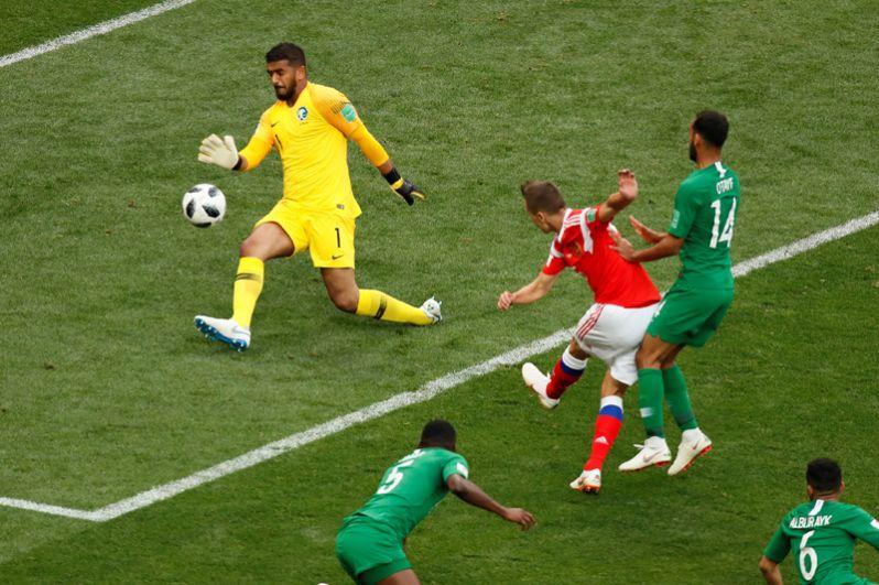 Денис Черышев в матче Россия - Саудовская Аравия.